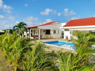 Tropical house 3km from the beach