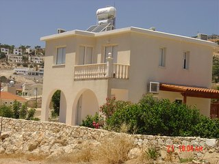Lovely villa in Peyia with sea views and 5 minutes to Coral bay by car or bus