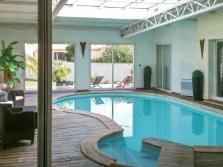 Spacious house w/ a swimming pool