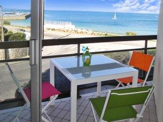 Beachfront flat w balcony, sea view