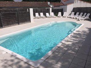 House with pool access near beach