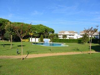 Apartamento de 3 dormitorios, piscina comunitaria cerca de la playa y del Golf