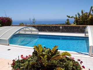 house with sea view, pool, hot tub!