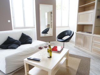 Apartment with one bedroom in Beaune, with wonderful city view and WiFi