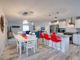 Beautiful, completely renovated 2 BR Pier Area Upper Suite - Lazy Lobster Up