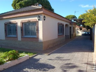 House with pool -1km from the beach