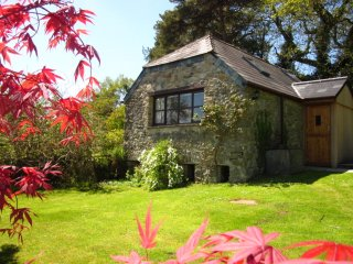 The Tamar Orchard Barn, studio in Cornwall with terrace, garden & mountain views