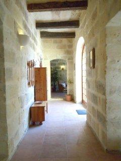 GIDI holiday house entrance hallway