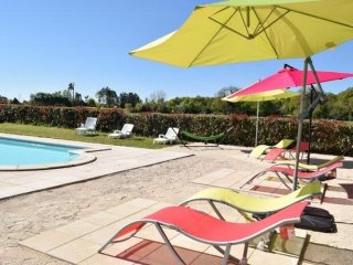 Cosy cottage in Poitou-Charentes with large, shared garden and pool