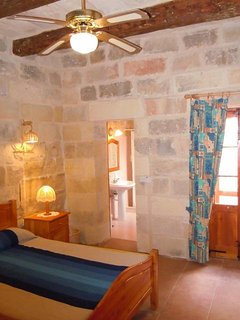 GIDI holiday house double bedroom with en suite shower room and with ceiling fan