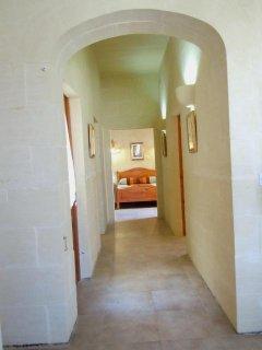 DUN NASTAS holiday house hallway