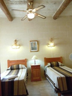 DUN NASTAS holiday house twin bedroom with ceiling fan