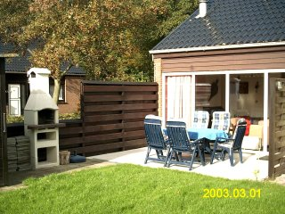 Charming house by lake grevelingen with sunny terrace and shared garden