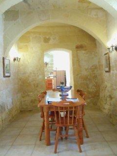 BALLUTA holiday house dining area