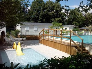 Bungalow with 2 bedrooms in Lasseube, with pool access and enclosed garden