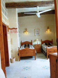 BALLUTA holiday house first floor twin bedroom with ceiling fan