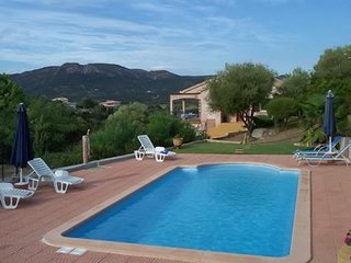 Rustic villa with pool, near sea