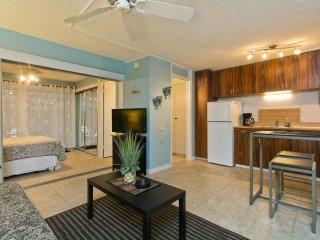 Hawaiian King #112 - 1 Bedroom, Full Kitchen, Sleeps 4