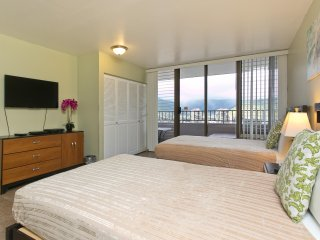 Royal Kuhio #3501 - 2 Bedroom, 2 Bath, Free Parking and Full Kitchen