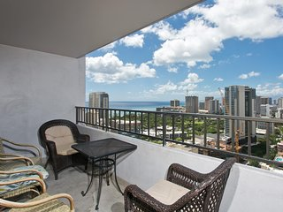 Royal Kuhio #3207 - 2 Bedroom, 2 Bath, Free Parking and Full Kitchen