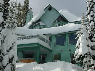 Mornington Suite - Ski-in ski-out  2 Bed /2 Bath with private hot tub - Sleeps 6