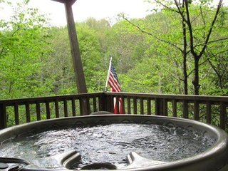 2BR Cabin Home, Hot Tub, Walking Distance From Beech Mountain Club, Close to