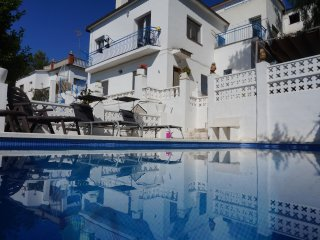 Blue&White Home Private Pool, WiFi and Parking are free