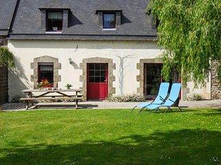 Comfortable house w/ flower garden