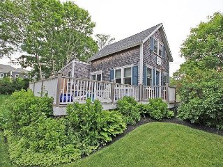 CHARMING COTTAGE-WALK TO TOWN & HARBOR!