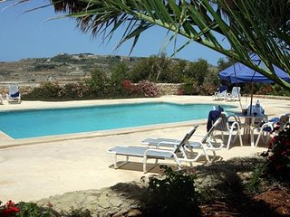 GHANNEJ 6 bedroom holiday house with swimming pool. FREE WIFI