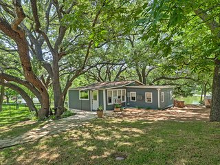 """D"" Cabin on the Lake - Serene 2BR Burnet Oasis w/Private Bulkhead - Bicycles, Paddleboat, & Canoe Provided!"