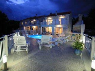 Villa in Brač with pool & seaview