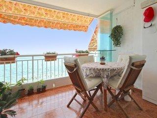 Seaside apartment w/sunny balcony