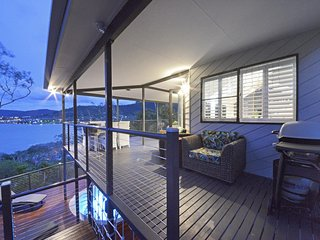 Crusoes- Holiday Home- Ocean Views