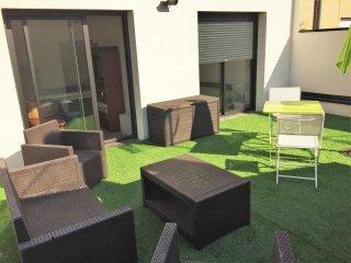 Modern flat w/ terrace & WiFi