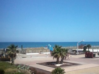 1-bedroom apartment 50m from beach