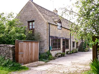 CC069 Cottage in Cirencester