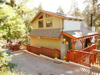 Tree House Cabin in Crestline