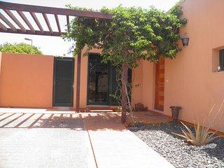 Villa Tamaragua; con Wifi, TV,bbq, en Corralejo.
