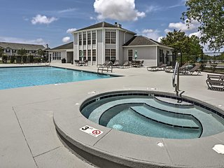 Gulf Shores Condo w/Pool Access - Near Beach!