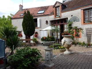House with 2 bedrooms in Mer, with enclosed garden and WiFi