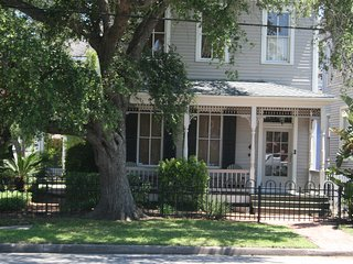 Award Winning 1886 Family Home Close To Beach And All Attractions/Restaurants