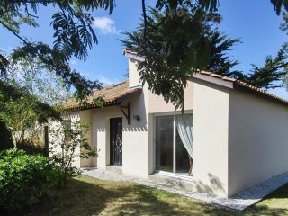 Adorable house near Pornic, 150m from beach, with private garden and terrace