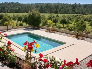 In Luberon, gorgeous gite with private garden and pool
