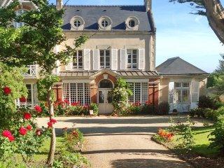 Garden villa with beach access