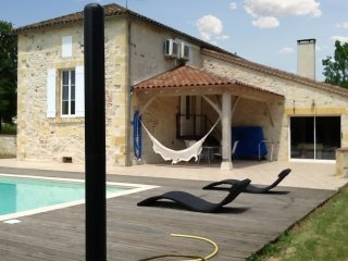 Spacious 4 bedroom house in lot et garonne with wifi, a/c, garden, private pool