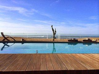 Luxury villa w/ pool on the beach