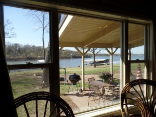 Perfect Lakeside Cabin for Anglers or Families. The 'Bunk House'