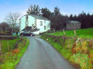 4 bedroom house in ourol, galicia, with garden & mountain views