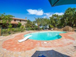 Villa Paradiso, 4 km from the beach